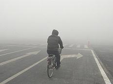 冀鲁豫连发大雾红色预警,北京等城市再现PM2.5重度污染