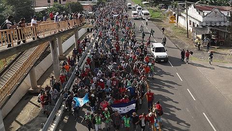 移民大軍借道墨西哥逼近美邊境 特朗普威脅出兵封鎖邊界
