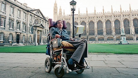 【天下奇聞】霍金的輪椅將被拍賣 意大利女子因在家穿高跟被罰