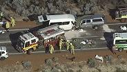 载中国游客小巴在澳大利亚遇交通事故,已致三死多伤